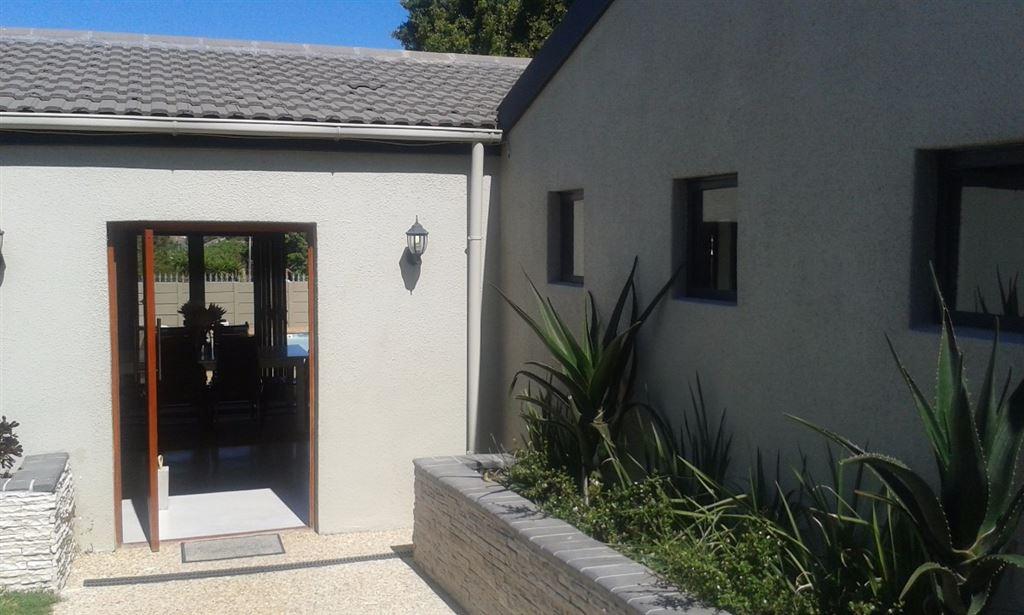 4 Bedroom House For Sale in De Bron, Bellville