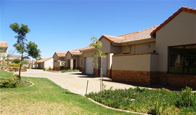 Property and Houses for sale in Hazeldean, Retirement Home, 2 Bedrooms - ZAR 2,350,000