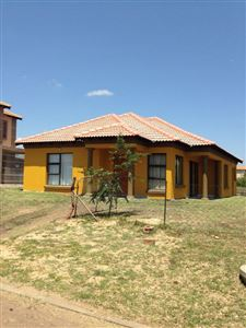 Property and Houses for sale in Nkwe Estate, House, 3 Bedrooms - ZAR 774,000