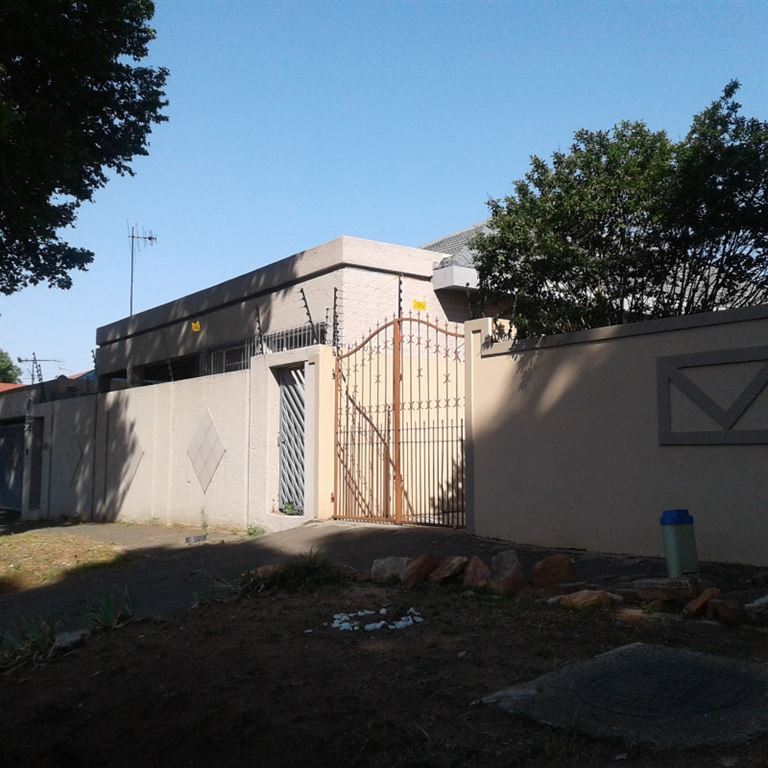 Stunning 3 Bedroom House for Sale in Bez Valley
