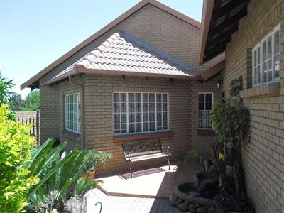 Property and Houses for sale in Die Heuwel Xx Ext, House, 4 Bedrooms - ZAR 1,370,000