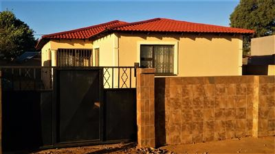 Soweto, Bram Fischerville Property  | Houses For Sale Bram Fischerville, Bram Fischerville, House 4 bedrooms property for sale Price:590,000