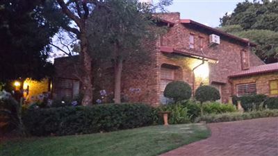 Property and Houses for sale in Faerie Glen, House, 5 Bedrooms - ZAR 2,990,000
