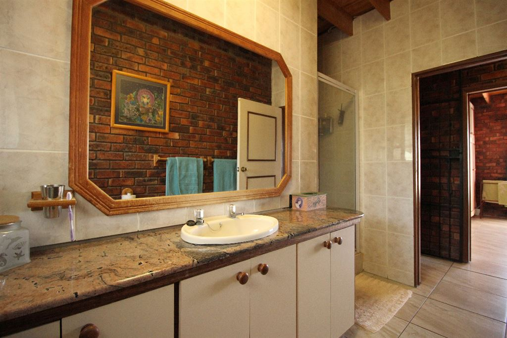 Full en suite of the master suite of the lodge