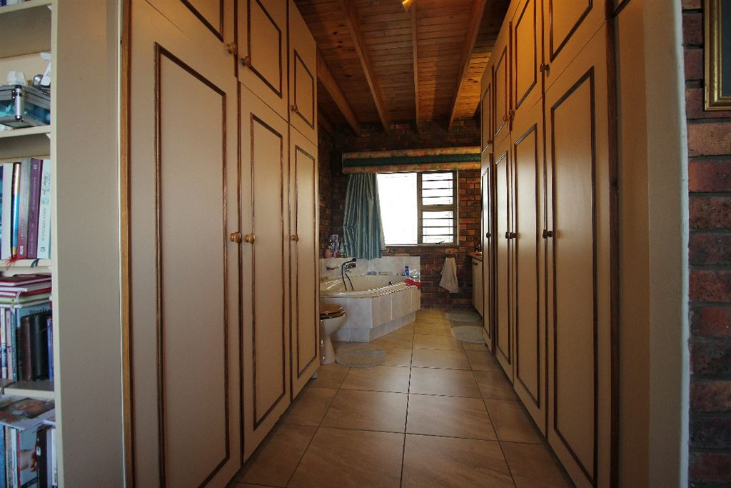 Built in cupboards of the master suite of the lodge