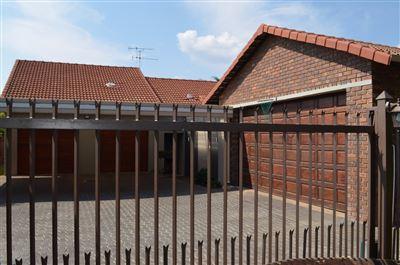 Eldoraigne property for sale. Ref No: 3305875. Picture no 1