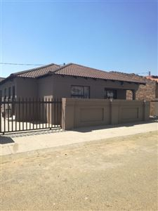 Property and Houses for sale in Witbank Xx Ext, House, 4 Bedrooms - ZAR 699,000