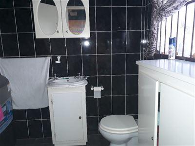 Geelhoutpark property for sale. Ref No: 13551677. Picture no 4