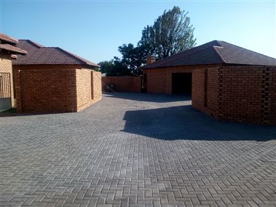 Alberton, Raceview Property    Houses For Sale Raceview, Raceview, Townhouse 3 bedrooms property for sale Price:1,860,000