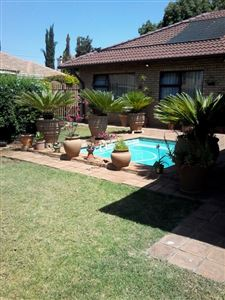 House for sale in Highveld Estate