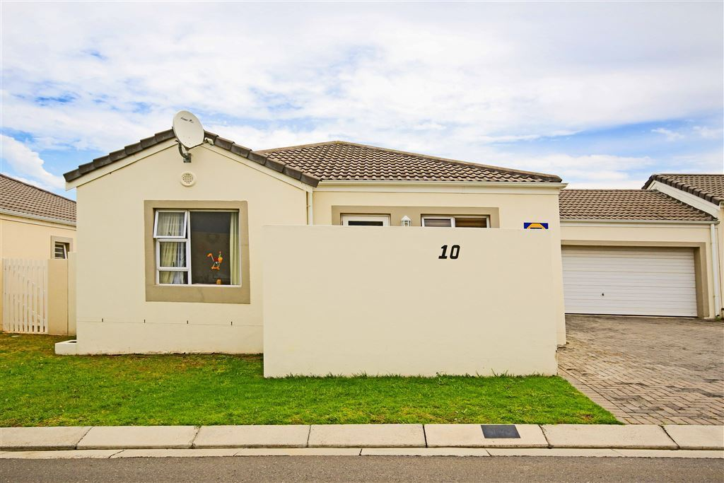 Well Maintained Family Home In Gated Estate, Somerset West