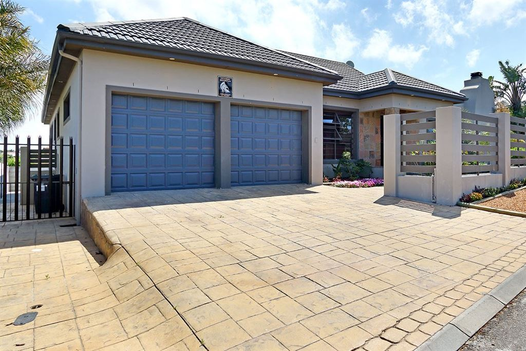 5 Bedroom house For Sale in Protea Heights, Brackenfell