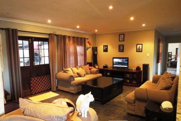 3 Bedroom, 2 Bathroom, Pool - Windsor Park, Kraaifontein