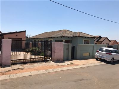Property and Houses for sale in Vosloorus, House, 3 Bedrooms - ZAR 999,999,999