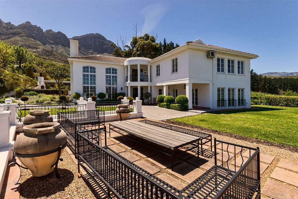 Majestic Residence in World Class Golf Estate, Somerset West