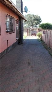 Rose Acres Estate property for sale. Ref No: 13553819. Picture no 10