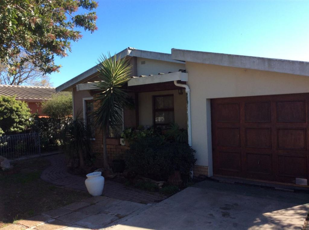 Big spacious home in the Heart of Belmont Park, Kraaifontein
