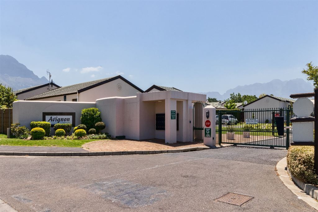Avignon Gated Village, Land-en-Zeezicht, Somerset West