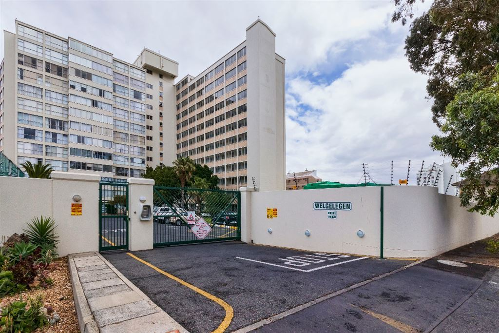 3 bedroom flat in Strand