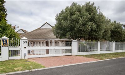 Durbanville, Vergesig Property    Houses For Sale Vergesig, Vergesig, House 4 bedrooms property for sale Price:3,200,000