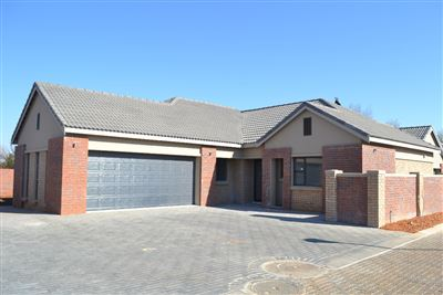 Potchefstroom, Van Der Hoff Park And Ext Property  | Houses For Sale Van Der Hoff Park And Ext, Van Der Hoff Park And Ext, Townhouse 2 bedrooms property for sale Price:1,860,000