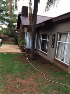 Property and Houses for sale in Valhalla, Flats, 4 Bedrooms - ZAR 1,650,000