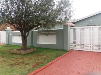 Soweto, Dobsonville Ext 2 Property  | Houses For Sale Dobsonville Ext 2, Dobsonville Ext 2, House 3 bedrooms property for sale Price:840,000