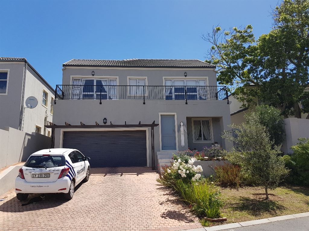 Stunning 3 bedroom family home to let in Avalon Estate