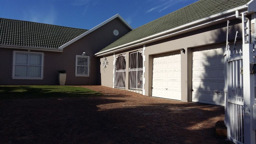 Family home for the extended family - 5 beds!