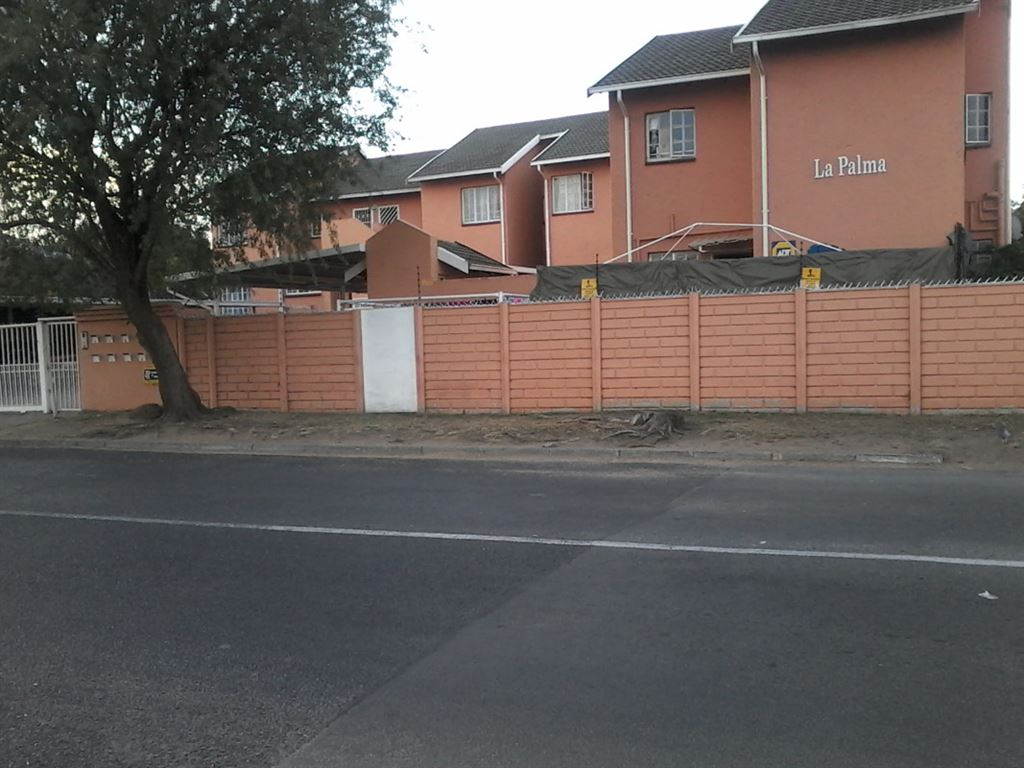 Flat for Sale in Alberton North