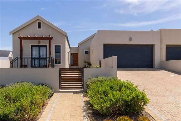 Immaculate Home in Country Estate, Somerset West