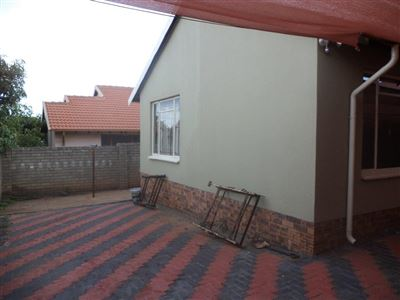 Tlhabane West property for sale. Ref No: 13568677. Picture no 23