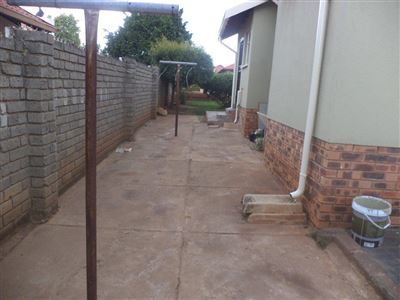 Tlhabane West property for sale. Ref No: 13568677. Picture no 20