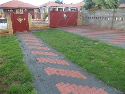 Tlhabane West property for sale. Ref No: 13568677. Picture no 24