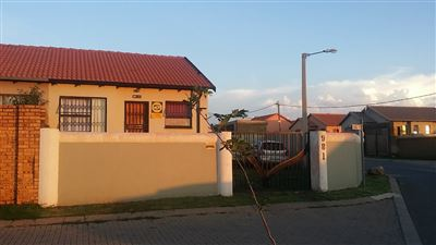 Roodepoort, Fleurhof Property  | Houses For Sale Fleurhof, Fleurhof, House 2 bedrooms property for sale Price:499,000