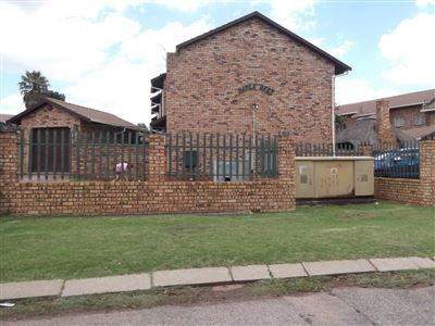 Roodepoort, Lindhaven Property  | Houses For Sale Lindhaven, Lindhaven, Townhouse 2 bedrooms property for sale Price:690,000