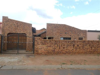 Soweto, Chiawelo Property  | Houses For Sale Chiawelo, Chiawelo, House 4 bedrooms property for sale Price:650,000