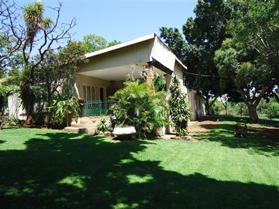 Rustenburg property for sale. Ref No: 13571149. Picture no 2