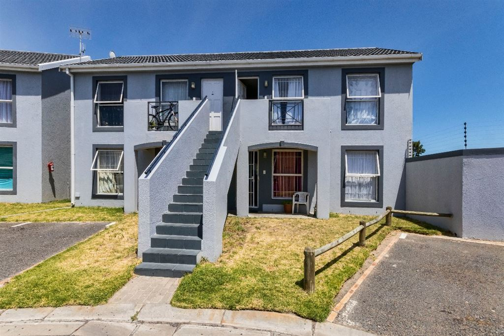 Great Investment Opportunity. 2 Bedroom Flat in Strand.