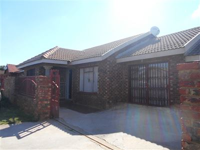 Potchefstroom, Ikageng Property  | Houses For Sale Ikageng, Ikageng, House 4 bedrooms property for sale Price:850,000
