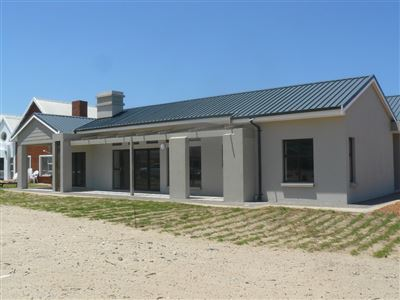 Property and Houses for sale in Stilbaai Oos, House, 3 Bedrooms - ZAR 3,250,000