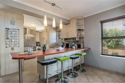 Vredekloof Heights property for sale. Ref No: 13574406. Picture no 2