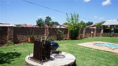 Potchefstroom Central property for sale. Ref No: 13574537. Picture no 33