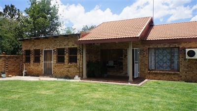 Potchefstroom Central property for sale. Ref No: 13574537. Picture no 2