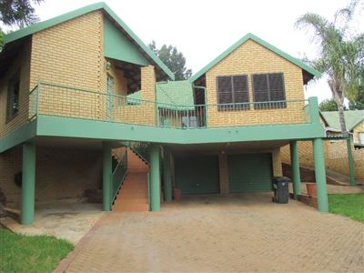 Property and Houses for sale in Garsfontein, House, 4 Bedrooms - ZAR 1,899,000