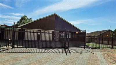 Bloemfontein, Uitsig Property  | Houses For Sale Uitsig, Uitsig, House 2 bedrooms property for sale Price:1,069,000