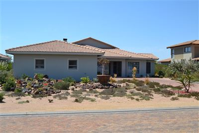 Property and Houses for sale in Langebaan Country Estate, House, 3 Bedrooms - ZAR 3,650,000