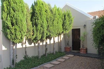 Townhouse for sale in Paarl Central