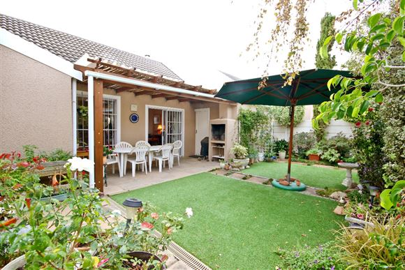 Lovely home in a Somerset West gated village