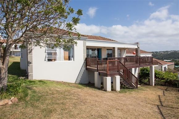 Freehold Cluster Home With Gorgeous Sea Views in Port Alfred
